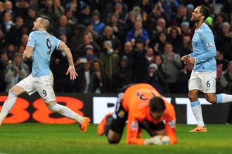Вратарь «Вест Хэма» Адриан в очередной раз капитулирует перед атакой «Манчестер Сити»