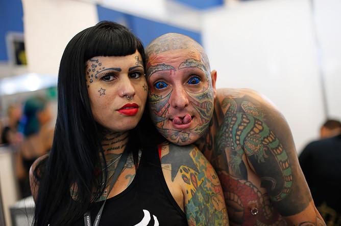 Участники конференции татуировщиков в Бразилии