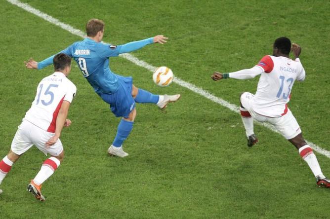 Нападающий «Зенита» Александр Кокорин в матче Лиги Европы против пражской «Славии»