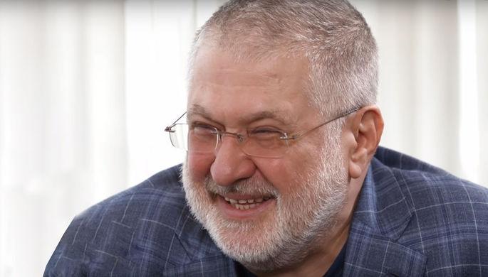 Украина встречает журналиста: в Донбассе подняли флаги США