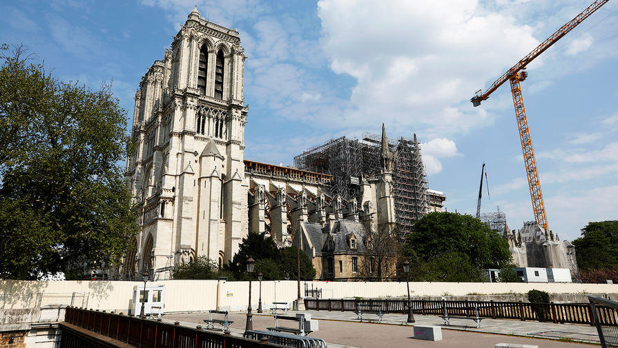 Вид на Собор Парижской Богоматери, 11 апреля 2020 года
