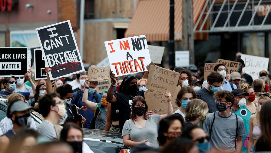 Во время протестов в Миннеаполисе, штат Миннесота, США, 27 мая 2020 года
