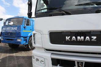 Грузовые автомобили с установленным газобаллонным оборудованием в цехе завода «КАМАЗ» в Набережных челнах.