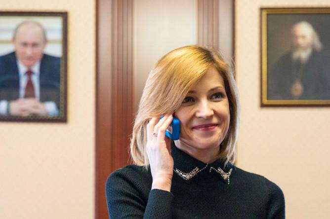 Прокурор Крыма Наталья Поклонская в рабочем кабинете