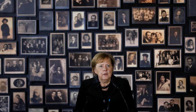 Канцлер ФРГ Ангела Меркель во время посещения бывшего концентрационного лагеря Аушвиц-Биркенау, 6 декабря 2019 года