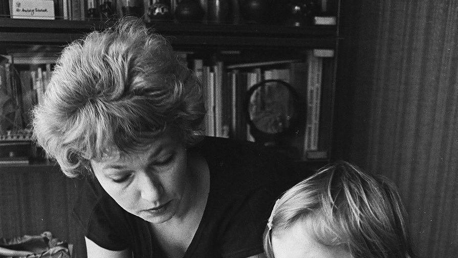 Как она так может: Людмила Нарусова написала открытое письмо дочери Ксении Собчак
