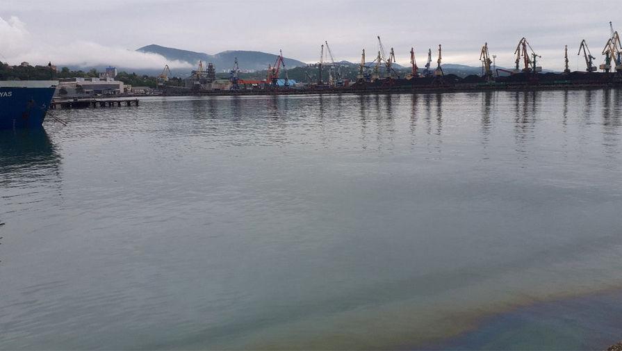 Нефтепродукты попали в Черное море в Туапсе из канализации