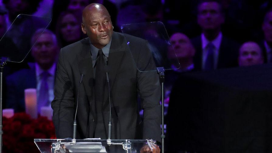 Майкл Джордан произносит речь на церемонии прощания с Коби Брайантом в Лос-Анджелесе, 24 февраля 2020 года