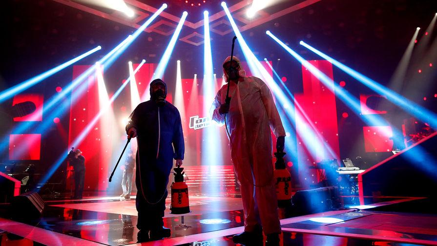 Во время дезинфекции студии шоу «Голос.Дети» накануне прямого эфира, 16 апреля 2020 года