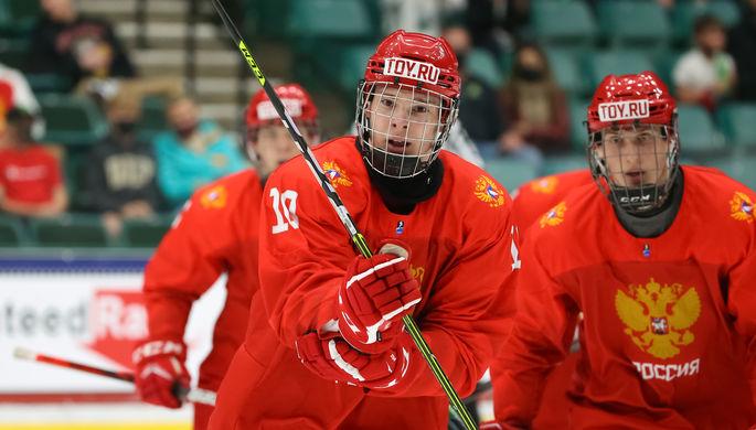 Хоккеисты сборной России после финала ЮЧМ-2021 с Канадой