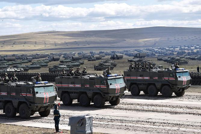 Парад участников военных маневров «Восток-2018» на забайкальском полигоне «Цугол», 13 сентября 2018 года