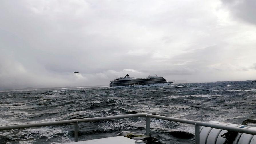 Посольство уточнило число россиян на тонущем лайнере Viking Sky