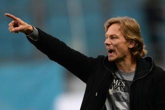 Наставник «Спартака» Валерий Карпин заявил, что клуб ищет возможность усилить линию нападения