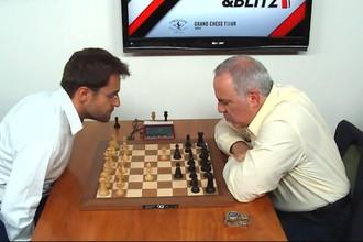 Гарри Каспаров (справа) во время партии с Левоном Ароняном