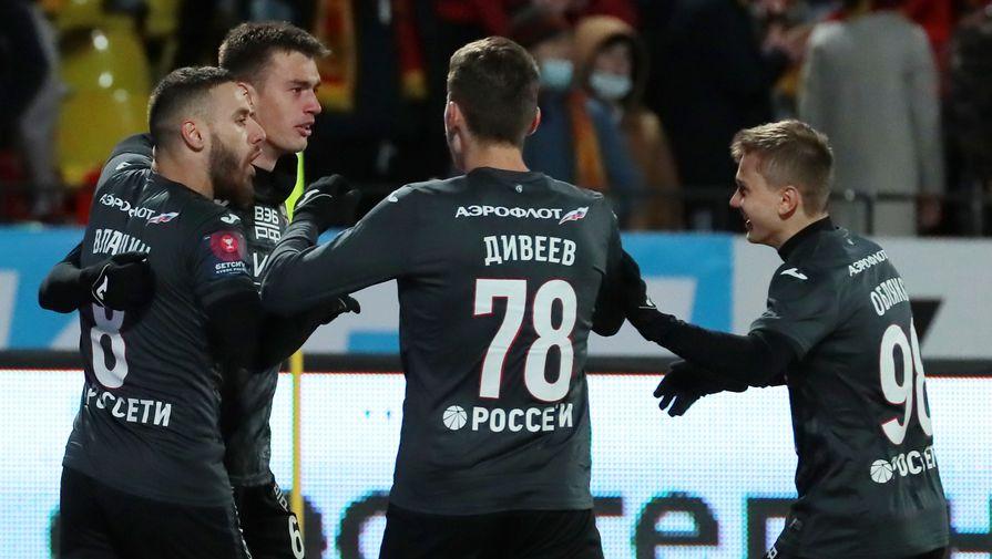 Игроки ЦСКА празднуют гол в матче с «Арсеналом»