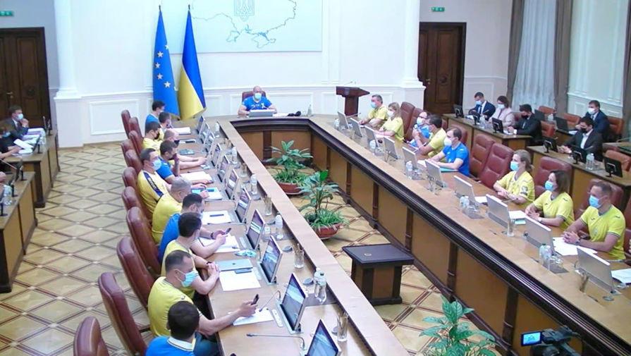 Кабмин Украины пришел на заседание в форме национальной сборной по футболу