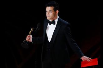 Актер Рами Малек с наградой в категории «Лучший актер первого плана» во время церемонии вручения кинопремии «Оскар» в Лос-Анджелесе, 24 февраля 2019 года