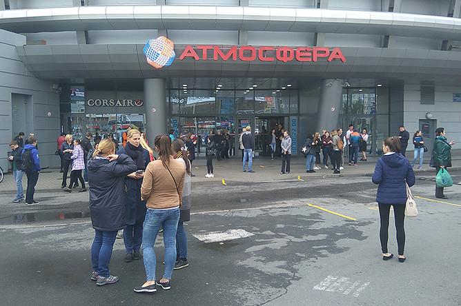 Эвакуация ТЦ Атмосфера в Санкт-Петербурге, 14 сентября 2017 года