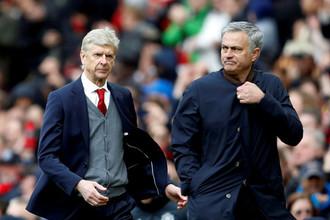 Арсен Венгер (слева) и Жозе Моуринью долго соперничали в Англии, а теперь являются конкурентами за пост главного тренера «Баварии»