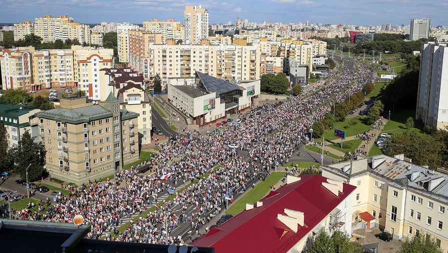 Участники оппозиционного «Марша героев» в Минске, 13 сентября 2020 года
