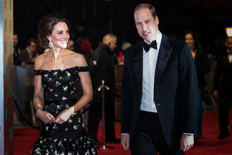 В начале 2017 года герцоги в очередной раз отметились на страницах изданий о светской жизни – в частности, они произвели фурор на церемонии вручения премии Британской киноакадемии (BAFTA). Кейт Миддлтон вновь выбрала для вечера платье Alexander McQueen. К слову, принц Уильям еще в 2010 году стал президентом Британской киноакадемии