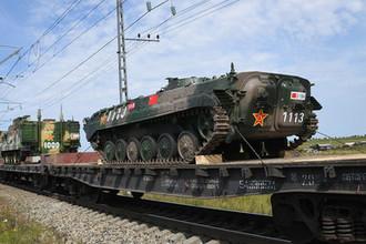 Эшелоны с военнослужащими и военной техникой армии Китая, которые примут участие в военных учениях «Восток-2018», прибыли на станцию разгрузки Забайкальс