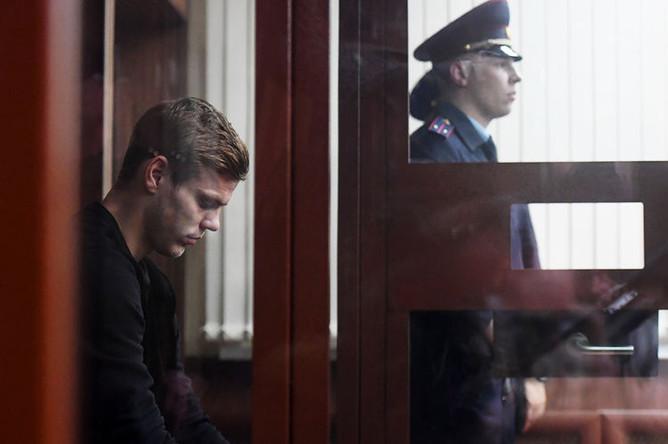 Футболист Александр Кокорин, обвиняемый в хулиганстве, на заседании Тверского районного суда Москвы, 11 октября 2018 года