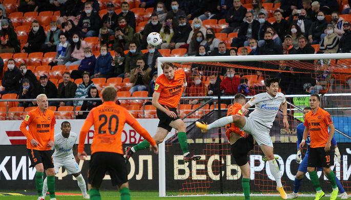 Игроки «Зенита» празднуют гол в ворота «Урала»