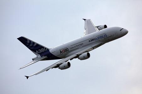 Хитом авиасалона станет самый большой пассажирский самолет мира от европейского концерна Airbus...