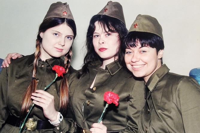 Обозревателя КП Ульяну Скойбеду (в центре) могут привлечь по статье «экстремизм»