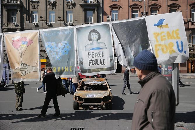 Выставка плакатов на площади Независимости в Киеве