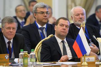 Премьер-министр России Дмитрий Медведев на заседании Совета глав правительств СНГ