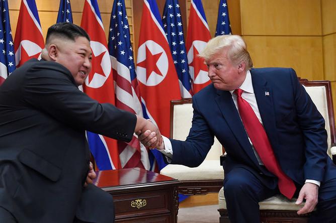 Во время встречи президента США Дональда Трампа и лидера КНДР Ким Чен Ына, 30 июня 2019 года