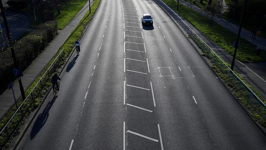 Трасса в пригороде Лондона во время часа пик, 24 марта 2020 года