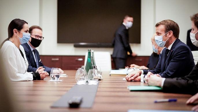 Экс-кандидат в президенты Белоруссии Светлана Тихановская во время встречи с французским президентом Эмманюэлем Макроном в Вильнюсе, 29 сентября 2020 года