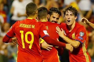 Сборная Испании празднует гол