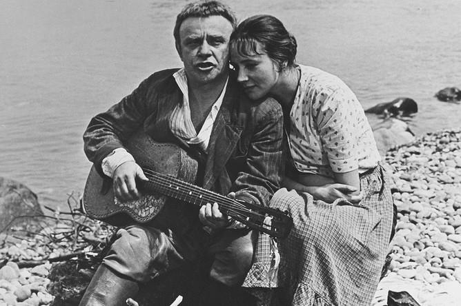 Ролан Быков и Елена Санаева в кинофильме «Докер» (1973)