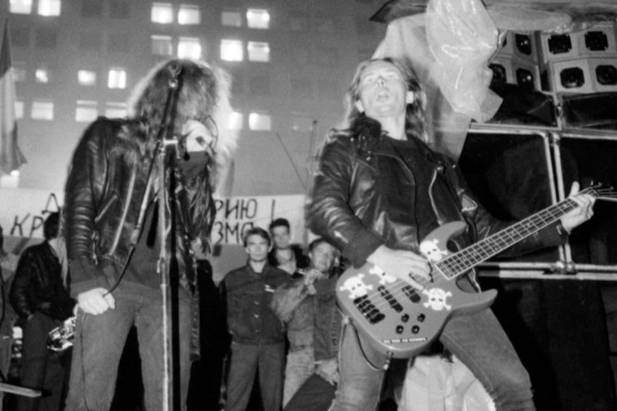 Группа «Коррозия металла» во время концерта «Рок набаррикадах», 22 августа 1991 года