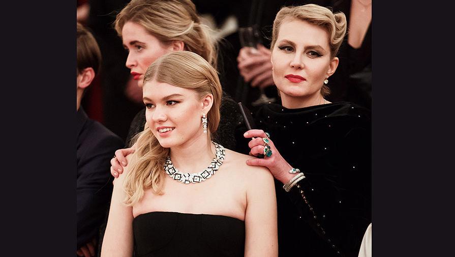 Рената Литвинова с дочерью Ульяной Добровской, дебютанткой бала Tatler, ноябрь 2016 года