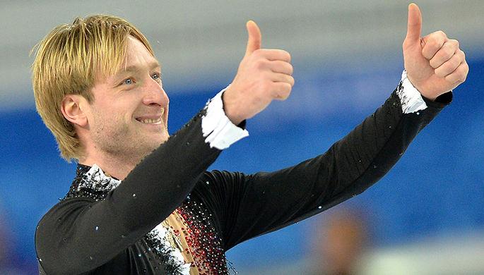 Евгений Плющенко выступает в короткой программе мужского одиночного катания командных соревнований...