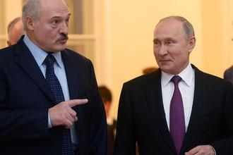 Президент России Владимир Путин и президент Белоруссии Александр Лукашенко после заседания Высшего Евразийского экономического совета в расширенном составе, 6 декабря 2018 года