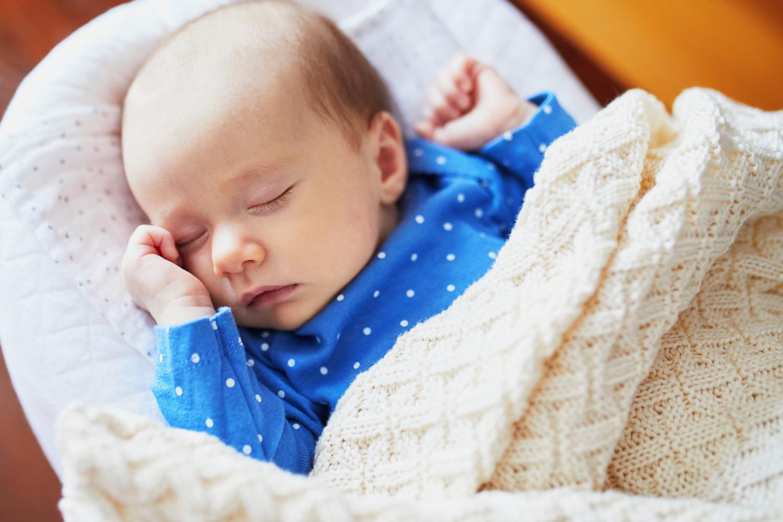 Минтруд усмотрел связь в падении рождаемости и низких доходах