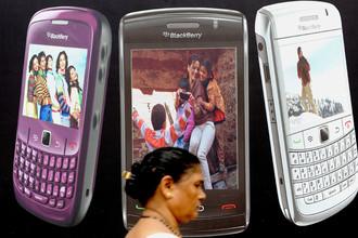 RIM может выделить производство Blackberry для продажи