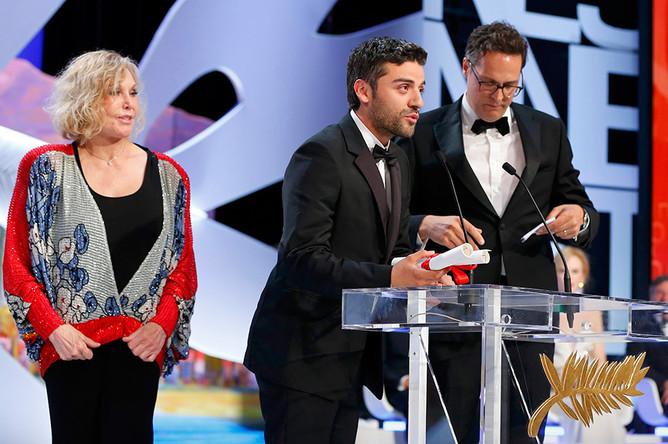Актер Оскар Айзек получает Гран-при за фильм «Внутри Льюина Дэвиса» братьев Коэнов. Сами братья Коэны на церемонию не приехали.