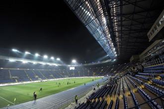 Трибуны футбольных стадионов Украины все еще пусты