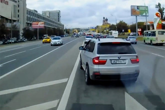 Водителя BMW, который мешал проезду скорой на Волоколамском шоссе, привлекут к административной ответственности