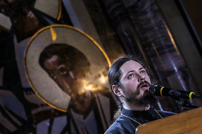 Победитель телевизионного шоу «Голос» иеромонах Фотий во время выступления в Татьянин день в Зале церковных соборов в храме Христа Спасителя