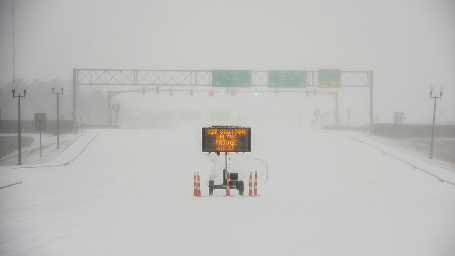 Рекордные морозы и снег оставили без света миллионы американцев - Газета.Ru