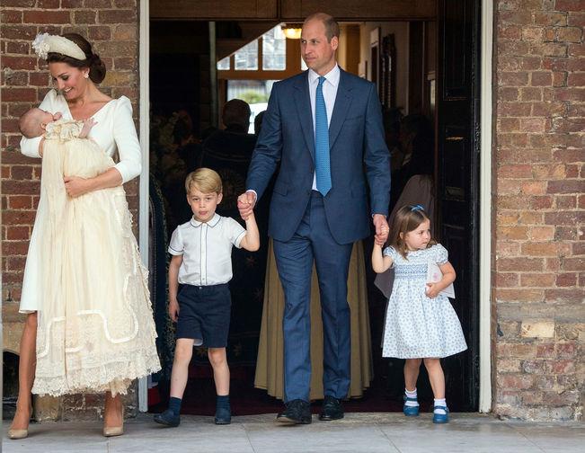 В конце 2017 года принц Уильям и Кейт объявили, что ожидают рождения третьего ребенка. Принц Луи появился на свет 23 апреля 2018 года – встречать герцогиню после родов ее супруг приехал вместе со старшими детьми