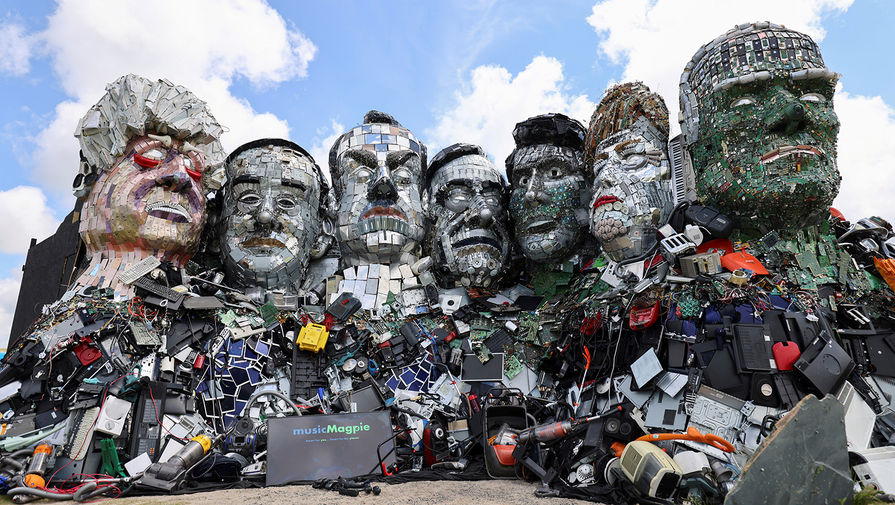 В Великобритании появилась скульптура лидеров G7 из электронного мусора